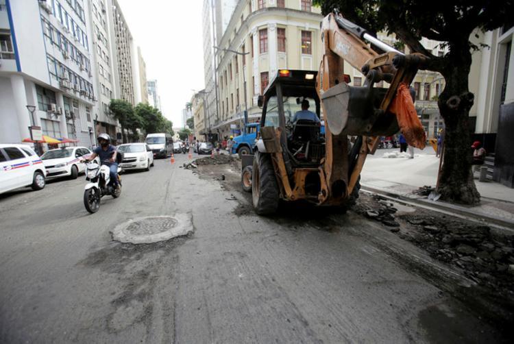 Rua Miguel Calmon (Comércio), um dos locais que passam por intervenção - Foto: Adilton Venegeroles | Ag. A TARDE