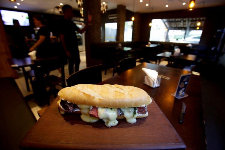 Sanduíche de ancho grelhado é um dos destaques do Cutelo Prime - Foto: Adilton Venegeroles \ Ag. A Tarde