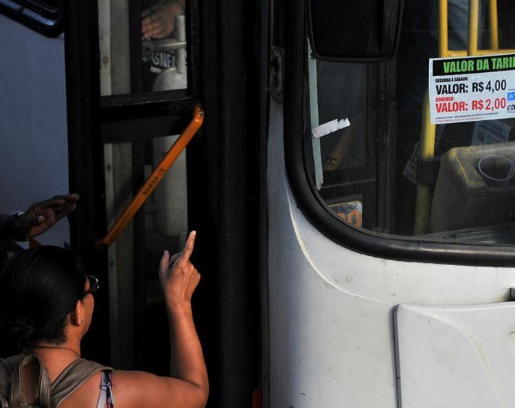 Duas linhas de ônibus estão sendo afetadas - Foto: Felipe Iruatã   Ag. A Tarde