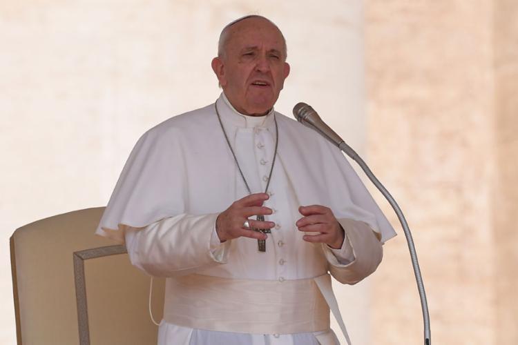 O papa abriu espaço para convidados não religiosos, os chamados auditores e peritos - Foto: Tiziana Fabi | AFP