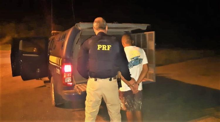 Homem de 25 anos foi encaminhado à Delegacia de Polícia Civil de Alagoinhas - Foto: Divulgação | Polícia Rodoviária Federal