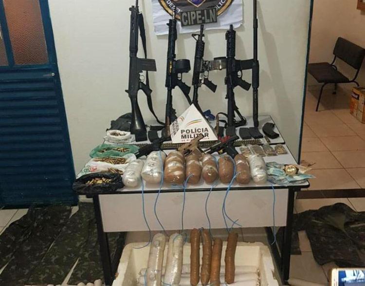 oram apreendidos fuzis, explosivos, coletes, munições e veículos. - Foto: Divulgação | SSP
