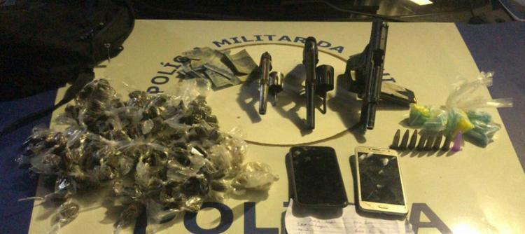 Armas e drogas foram apreendidas na localidade conhecida como 'Corre Nu' - Foto: Divulgação | SSP