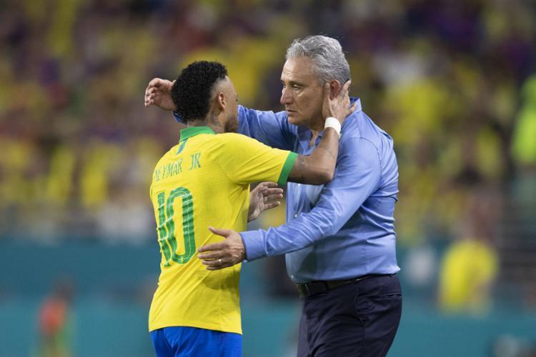 O técnico afirmou que se surpreendeu com atuação de Neymar em Miami: 'Acima da expectativa' - Foto: Lucas Figueiredo l CBF