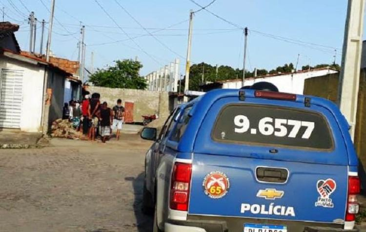 Vítima estaria saindo de casa quando teria sido surpreendida por suspeitos em um veículo - Foto: Divulgação | Acorda Cidade