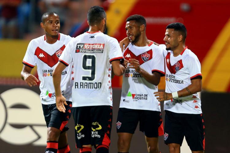 O atacante Wesley foi o grande destaque da partida ao marcar os dois gols do Rubro-Negro - Foto: Carlos Costa l Futura Press l Estadão Conteúdo