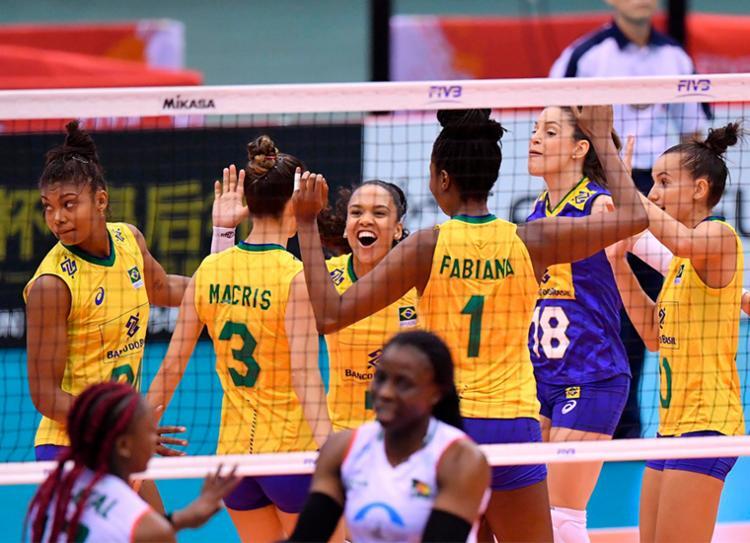 Brasil derrotou Camarões com facilidade por 3 sets a 0 - Foto: Divulgação | FIVB