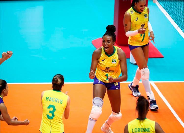 Brasil venceu as donas da casa por 3 sets 0 - Foto: Divulgação | FIVB