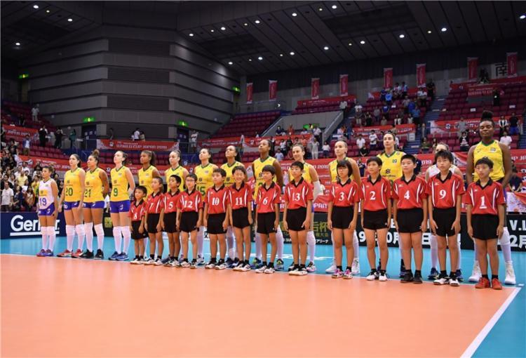 Seleção feminina foi superada pelos EUA por 3 sets a 0 - Foto: Divulgação | FIVB