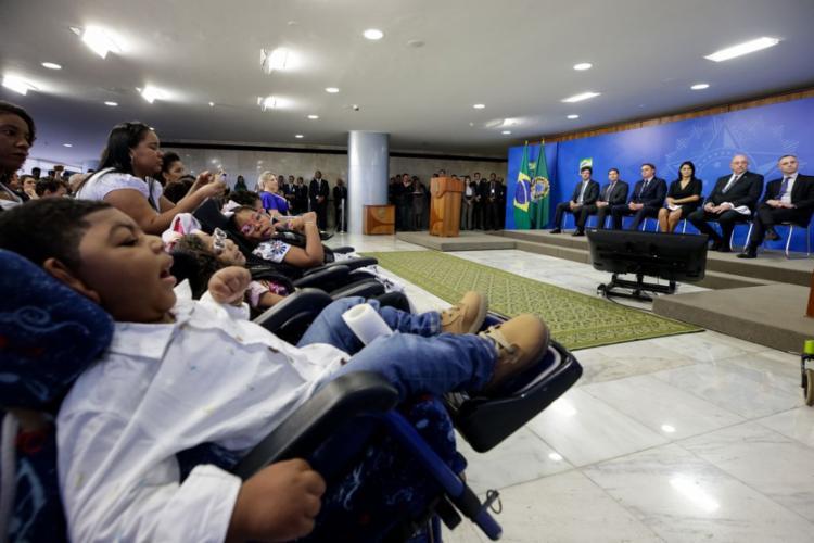 Segundo o governo, há 3.112 crianças com microcefalia, nascidas nesse período, que recebem o BPC - Foto: Isac Nóbrega | PR