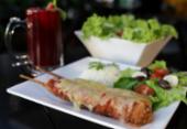 Espetinhos gourmet para carnívoros e vegetarianos | Foto: Uendel Galter / AG. A TARDE