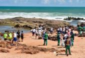 População se mobiliza para limpar óleo das praias de Salvador | Foto: Divulgação | Secom