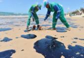 Mais 200 kg de petróleo são retirados das praias de Salvador | Foto: Shirley Stolze | Ag A TARDE