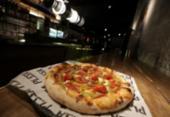 Pizzaria no Rio Vermelho tem massa napolitana e drinks especiais | Foto: Adilton Venegeroles / Ag. A Tarde
