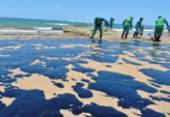 Mais de 20 toneladas de petróleo cru são retiradas das praias de Salvador | Foto: Shirley Stolze | Ag. A TARDE