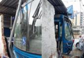 Motorista passa mal e colide ônibus em estabelecimentos na avenida Heitor Dias | Foto: Shirley Stolze | Ag. A TARDE
