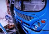 Motorista passa mal e colide ônibus em poste | Reprodução | TV Record