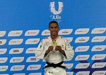 O baiano Diego Ferreira venceu na categoria meio-leve (até 66kg) - Foto: Aurélio Lima | Ag. A TARDE