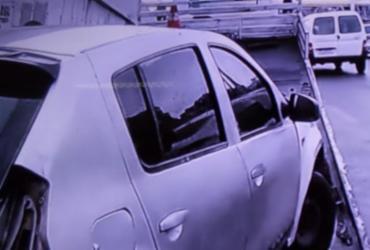 Motorista perde controle e carro se choca com viaduto Nelson Dahia