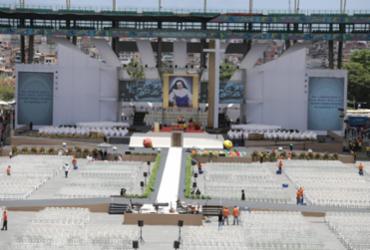 Público começa a chegar na Arena Fonte Nova para celebração | Susana Rebouças | Ag. A TARDE