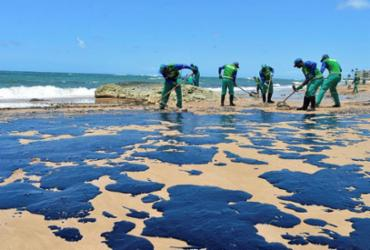 Marinha diz que 900 toneladas de óleo foram retiradas do Nordeste | Shirley Stolze | Ag. A TARDE