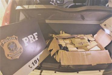 Dupla é presa com 30 quilos de maconha escondidos em carro | Divulgação | PRF