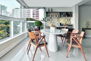 Varanda ou cozinha integrada vira um espaço gourmet | Marcelo Negromonte | Divulgação