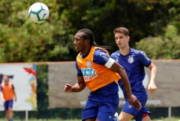 Recuperado, Moisés volta a treinar com bola no Fazendão | Felipe Oliveira | EC Bahia