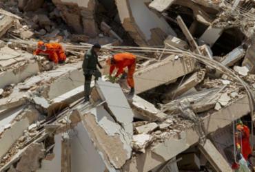 Bombeiros encontram corpo de 8ª vítima de desabamento em Fortaleza   Rodrigo Patrocínio   AFP