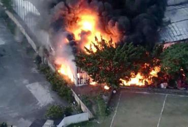 Incêndio atinge galpão de escola de samba na zona norte de São Paulo   Reprodução l TV Band