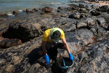 Chefe da Casa Civil destaca redução do óleo na orla da capital baiana | Felipe Iruatã | Ag. A TARDE