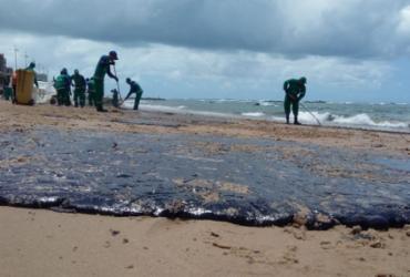 Manchas atingem três novas praias em Salvador |