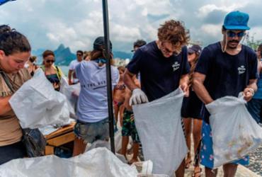 Marca de cerveja vai parar equipe por um dia para limpar praias atingidas por óleo | Raul Aragão | Divulgação