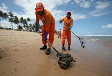 Governo cria Comando Unificado para monitorar manchas de óleo no estado | Felipe Iruatã / Ag. A Tarde