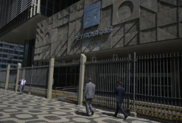 Petrobras diz que pedirá dissídio coletivo ao TST se decisão for pela greve |
