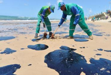 Mais 200 kg de petróleo são retirados das praias de Salvador | Shirley Stolze | Ag A TARDE