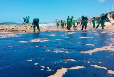 Três novas praias de Salvador são atingidas pelas manchas de óleo | Shirley Stolze | Ag. A TARDE
