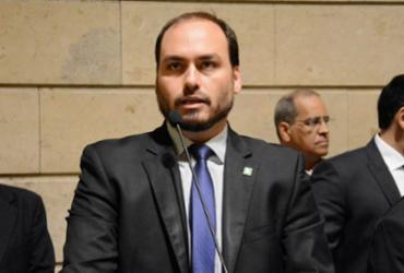 Carlos assume autoria de postagem em perfil de Bolsonaro |