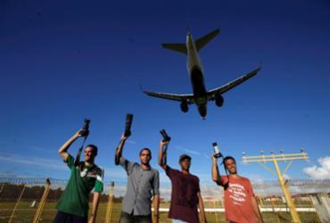 Conheça os spotters baianos, que passam até 14 horas observando aviões | Adilton Venegeroles / Ag. A TARDE