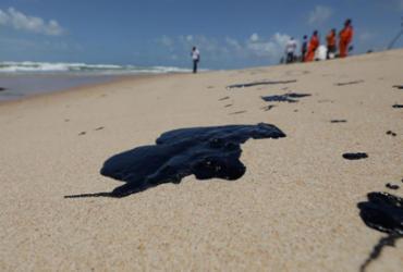 Quase 200 toneladas de óleo foram recolhidas nas praias do Nordeste | Adilton Venegeroles | Ag. A TARDE