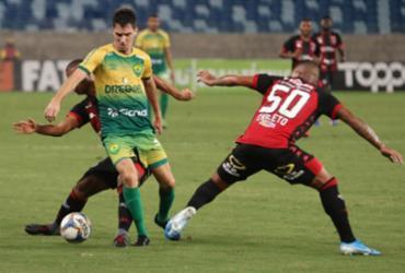 Caicedo marca 2 vezes, Vitória bate Cuiabá de virada e respira na tabela | AssCom Dourado l Divulgação