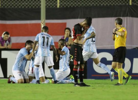 Vitória volta a jogar mal, perde para o Londrina em casa e se complica | Adilton Venegeroles | Ag. A TARDE