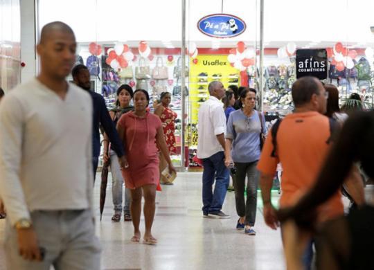 Decisão autoriza funcionamento de lojas no Dia dos Comerciários | Adilton Venegeroles | Ag. A TARDE