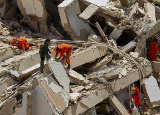 Bombeiros encontram corpo de 8ª vítima de desabamento em Fortaleza | Rodrigo Patrocínio | AFP