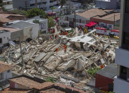 Governo do Ceará diz que não há confirmação de morte em desabamento de prédio | Rodrigo Patrocínio | AFP