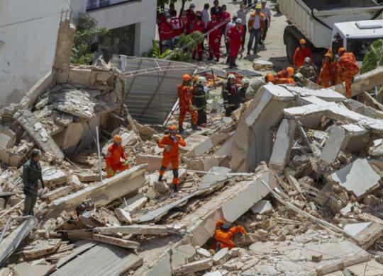 Bombeiros confirmam terceira morte em desabamento em Fortaleza | Rodrigo Patrocínio | AFP