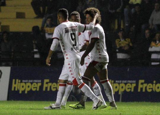 Vitória sai atrás, mas reage e busca empate com o Criciúma no Heriberto Hülse | Fernando Ribeiro l Futura Press | Estadão Conteúdo