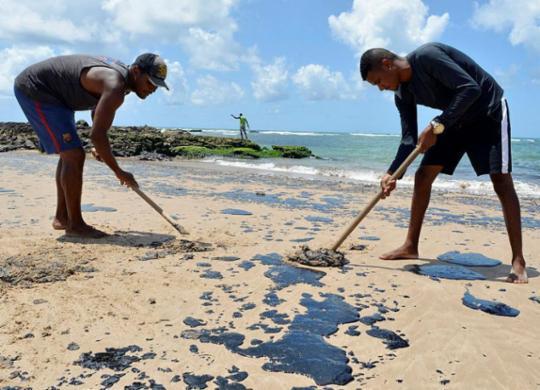 Bahia Pesca realiza levantamento de pescadores e marisqueiras afetados por óleo | Shirley Stolze | Ag. A TARDE