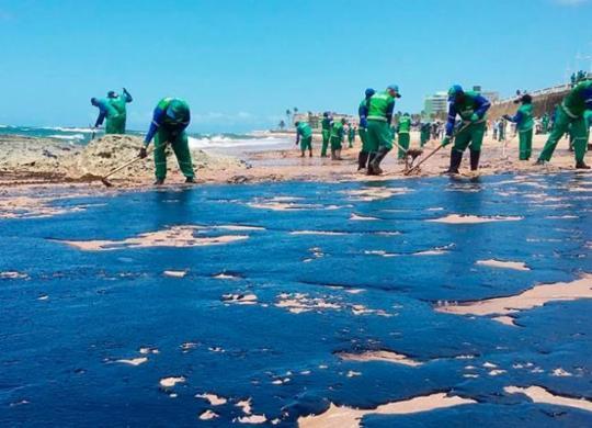 Três novas praias são atingidas pelas manchas de óleo | Shirley Stolze | Ag. A TARDE