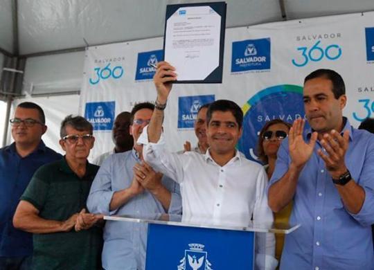 ACM Neto assina ordem de serviço para reforma do Casarão dos Azulejos Azuis | Felipe Iruatã | Ag. A TARDE